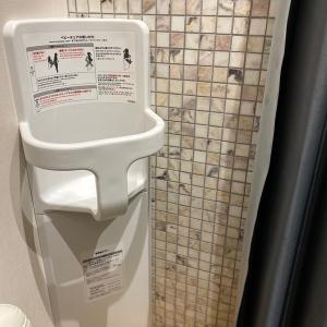 正面奥の授乳室にはベビーチェアもあります。