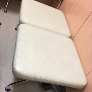 授乳室には6脚の椅子と3台テーブルがあります。