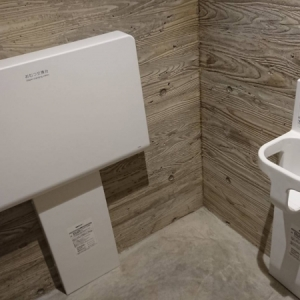 女性トイレ個室内