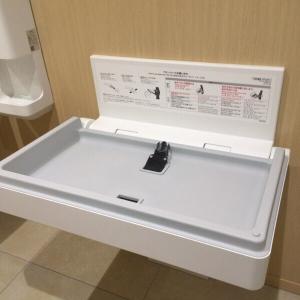 多目的トイレの中のおむつ台