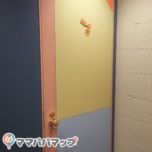 カラフルな扉です。