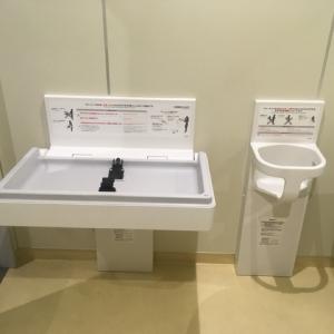 だれでもトイレにはオムツ替え台とベビーチェアあり