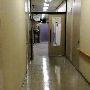 この扉を入ってすぐ左に授乳室があります。