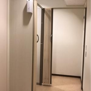 2部屋のうち1つは、べびーかごと入れる広さです