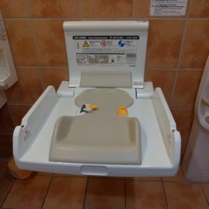 多目的トイレのオムツ台。