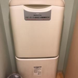 授乳室内にオムツ交換台があります