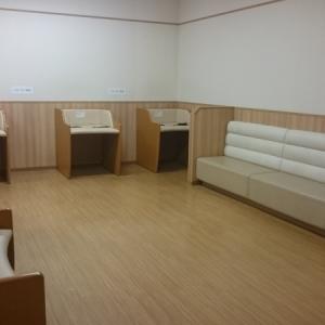 2階のベビー休憩室。オムツ交換台は5台あります。ひとつひとつスペースが取られていてオムツ交換しやすいです。