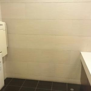 3階女性トイレ内のオムツ台