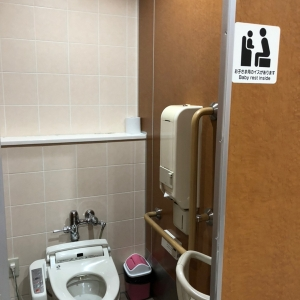 女子トイレにはベビーキープあり