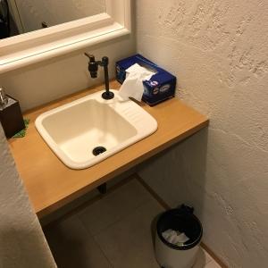 授乳室内に水道があります。手を洗ったりミルクを冷ますことも可能です。
