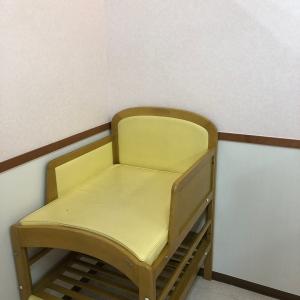 授乳室内にオムツ替え台があります