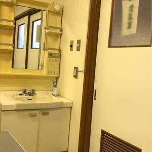 入り口に授乳室の札がかかっています。空調あり。