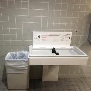 海遊館(5F 女子トイレ)のオムツ替え台情報 画像6