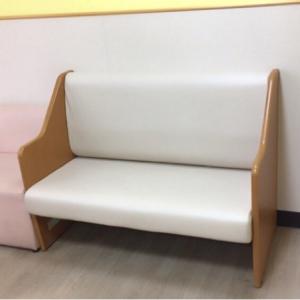 オムツ交換スペースのソファ