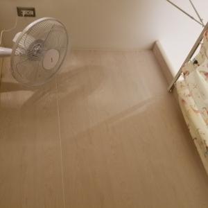 個室には扇風機も設置されています