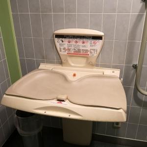ヨドバシカメラマルチメディア吉祥寺(B2)のオムツ替え台情報 画像2