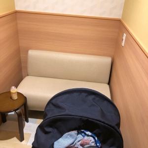 授乳室の個室は広々