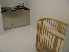 授乳室内(手洗い台、ベビーベッド)