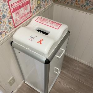 オムツ用ゴミ箱は入り口すぐにあります。