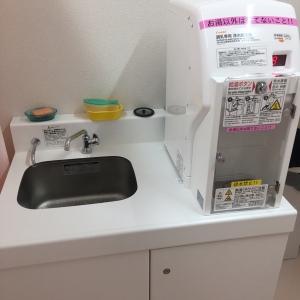調乳用のお湯のサービスがあります。ごみ箱はありません。