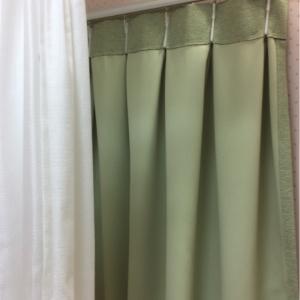 ファミリー授乳室は2重カーテンになってます。
