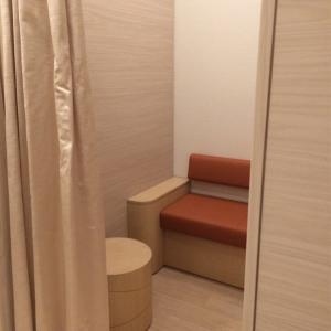 授乳室(女性のみの個室)。 男性可のスペースは別の小部屋があり、鍵付きだった気がします。