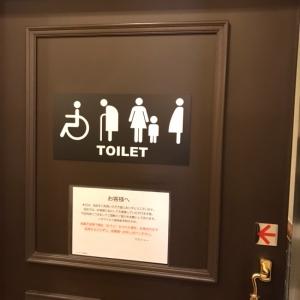 多目的トイレにオムツ台があります。