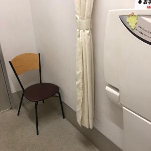 入り口近くに椅子が1つ置いてあって、鍵を閉めれば授乳スペースとしても使えそうでした。