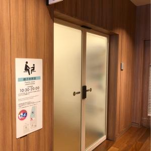 親子休憩室入り口です。授乳室は別なので男性も入れます。
