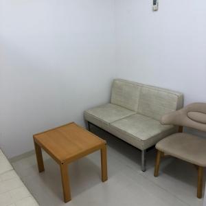 授乳スペースはソファが2つと椅子1つ