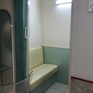 授乳室の椅子はベンチ式