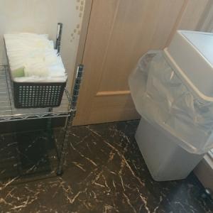 おしぼりとゴミ箱
