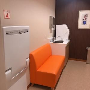 授乳室。自動ドアでの1個室です
