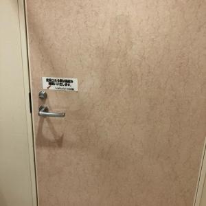 内側から鍵がかけられます。