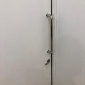 ドアに鍵がついているので鍵をかければ授乳できそうです