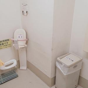 「多目的大型トイレ」の中です。