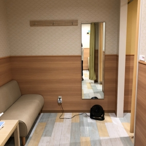 スタジオアリス HALULU LECT店(2F)の授乳室・オムツ替え台情報 画像1