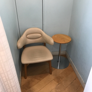 こちらの授乳室はベビーカーで入るにはちょっと狭いです