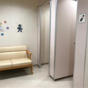 右側に鍵付き扉の授乳室2つ