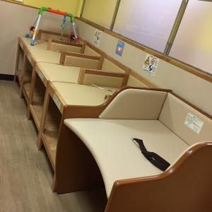 オムツ交換台。スペース広めで使いやすい。