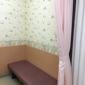 休憩室内に入ってからカーテンで仕切って授乳