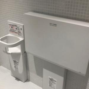 フェリー乗り場JR側に多目的トイレが2ヶ所ありました。1ヶ所ずつトイレの中にオムツ替え台があります。フェリー乗り場がきれいになり、トイレも新しいなったのでオムツ替え台もきれいです。