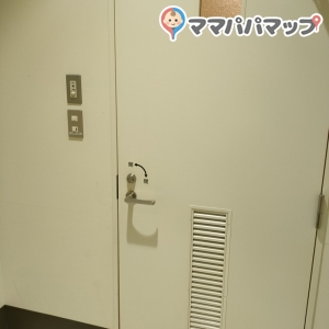 室内側の鍵付きドア