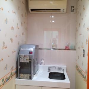 授乳室の入り口の突き当たりにお湯あり。