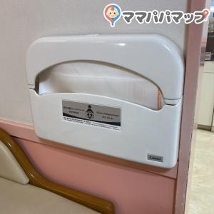 オムツ交換台にオムツ替え用のシートが設置されていました