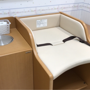フジグラン石井店(1F)の授乳室・オムツ替え台情報 画像2