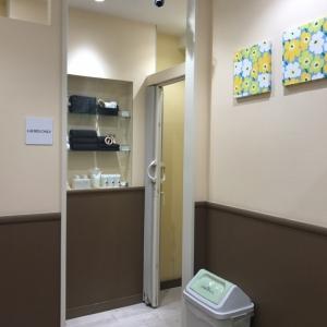 可愛いですが、こぢんまりとしたスペースなので授乳室の手前もベビーカー同士ですれ違ったりするのもなかなか大変です。