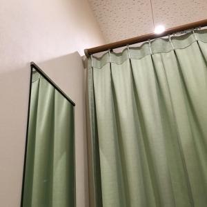 授乳室の個室内に鏡があります。