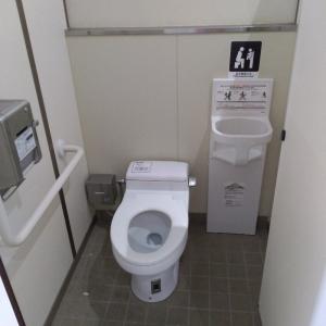 女子トイレ内ベビーチェア
