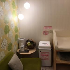 B2の授乳室は広くてとても綺麗で静かなので落ち着いて授乳することができます。ミルクを調製する場合は、あらかじめ同じフロアの給湯器のお湯をもらってきた方がいいです。